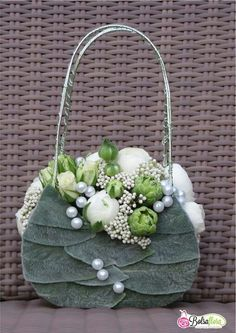 again looks vintagey, but is a little unusual - perhaps for the BM's? a flower purse