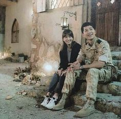 Song Joong-ki as Yoo Shi-jin and Song Hye-kyo as Kang Mo-yeon Descendants of the sun Songsong Couple, Best Couple, Descendants Of The Sun Wallpaper, Song Joong Ki Birthday, Decendants Of The Sun, Song Joon Ki, Sun Song, Best Kdrama, Couple