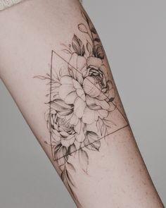 Tritoan Ly on Fun triangle,floral – My Tattoos Geometric Triangle Tattoo, Triangle Tattoo Design, Floral Tattoo Design, Triangle Tattoos, Dreieckiges Tattoos, Flower Tattoos, Black Tattoos, Small Tattoos, Sleeve Tattoos