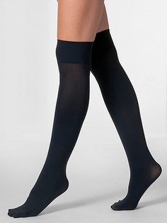 Opaque knee socks made of a sturdy Nylon/Elastane blend. Perfect for sporty and dressy looks alike.