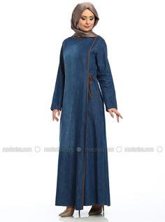 Tek Düğmeli Ferace- Açık Mavi - Ekru Abaya Fashion, Fashion Wear, Denim Fashion, Hijab Abaya, Hijab Dress, Muslim Women Fashion, Islamic Fashion, Moslem Fashion, Modele Hijab