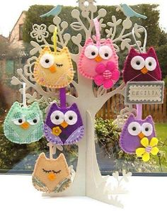 Easy DIY Felt Crafts, Felt Crafts Patterns and Simple Felt Christmas Crafts. Felt Owls, Felt Birds, Owl Crafts, Crafts For Kids, Felt Christmas Ornaments, Christmas Crafts, Fabric Crafts, Sewing Crafts, Craft Projects