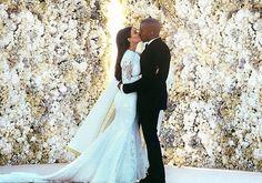 Fim do Mistério! As imagens do casório de Kim Kardashian foram reveladas. Venha ver>> http://noticiasdemoda.com.br/gente-famosas-famosidades-famosos-celebridades/item/493-fim-do-mist%C3%A9rio-as-imagens-do-cas%C3%B3rio-de-kim-kardashian-foram-reveladas.html