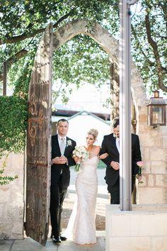 intimate courtyard wedding | Lori Blythe Photography | Glamour & Grace