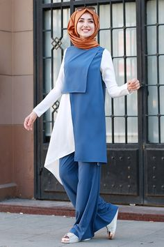 Gamze Özkul Blue Tunic & Trousers - New In Tops Abaya Fashion, Muslim Fashion, Modest Fashion, Fashion Outfits, Fashion Muslimah, Islamic Fashion, Dress Fashion, Style Fashion, Modest Dresses