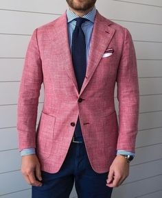 Jason of Beckett & Robb wearing a summer jacket made of a hopsack blend of wool / linen / silk / cashmere from Ariston Napoli. Rosa Blazer Outfits, Casual Outfits, Gentleman Mode, Gentleman Style, Pink Blazer Men, Pink Blazers, Look Rose, Mens Fashion Suits, Men's Fashion
