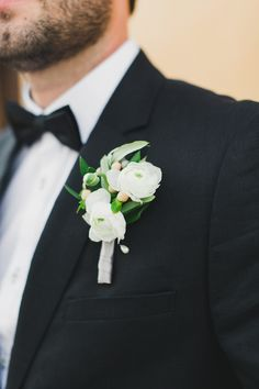 White ranunculus boutonniere | Read More: http://www.stylemepretty.com/little-black-book-blog/2014/07/25/simple-elegant-tuscan-wedding-inspiration/ | Photography: Katie Jackson Photography - www.KatieJacksonPhotography.com