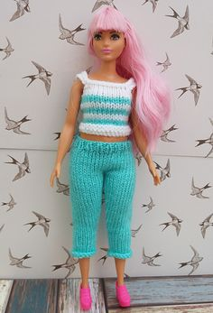 FREE pattern - KNIT - Linmary Knits: Curvy Barbie trousers, shorts and top Barbie Knitting Patterns, Knitting Dolls Clothes, Barbie Clothes Patterns, Crochet Barbie Clothes, Baby Doll Clothes, Clothing Patterns, Knitting Tutorials, Crochet Patterns, Free Barbie