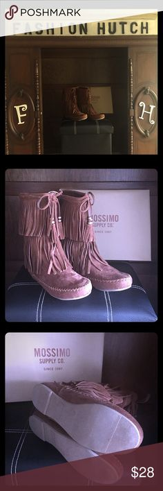 Kaylee Fringe Moccasin Boots - Mossimo size 6!👢 Women's Kaylee Fringe Moccasin Boots - Mossimo Supply Co. size 6! Super cute and lined! New never worn! Smoke Free Home!🏡👢 Mossimo Supply Co. Shoes Ankle Boots & Booties