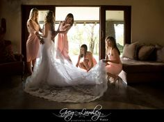Wedding photography – getting ready with your bridesmaids