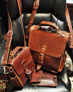 anybody own a Saddleback Thin Leather Briefcase? Mens Leather Accessories, Men Accesories, Saddleback Leather, Leather Briefcase, Big Boss Man, Leather Men, Leather Bags, Rugged Men, Simple Bags