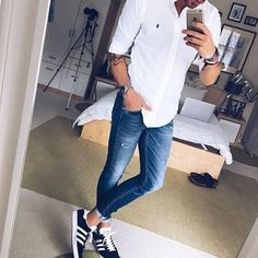 10 things all stylish guys secretly do men casual, mens casual sneakers, sneakers outfit Mens Fashion Blog, Urban Fashion, Men's Fashion, Street Fashion, Fashion Women, Fashion Outlet, Fashion Watches, Fashion Boots, Paris Fashion