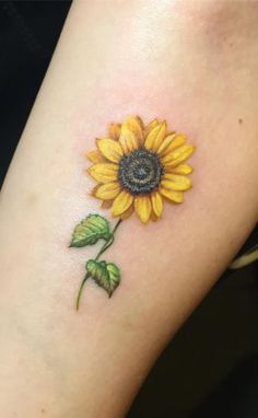 cute & small sunflower tattoo © tattoo artist Miss Megs 💙🌻💙🌻💙.cute & small sunflower tattoo © tattoo artist Miss Megs 💙🌻💙🌻💙🌻💙🌻💙 Sunflower Tattoo Simple, Sunflower Tattoo Sleeve, Sunflower Tattoo Shoulder, Small Sunflower, Sunflower Tattoos, Sunflower Tattoo Design, Sunflower Colors, Sunflower Drawing, Sunflower Art