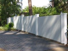 3 Sensible Cool Tips: Fence Architecture Awesome concrete fence and gates.Metal Fence And Gates small fence creative. Small Fence, Horizontal Fence, Front Yard Fence, Pool Fence, Backyard Fences, Farm Fence, Glass Fence, Concrete Fence, Bamboo Fence