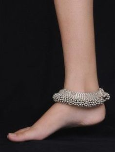 10 Anklet designs to choose for your Wedding - anklets - 10 Anklet designs to choose for your Wedding 10 Anklet designs to choose for your Wedding Silver Anklets Designs, Anklet Designs, Payal Designs Silver, Jewellery Designs, Ankle Jewelry, Ankle Bracelets, Women's Jewelry, Fine Jewelry, Jewelry Sets