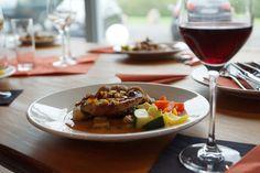 Sabia que existem alimentos que consumidos com vinho, fazem alterar o sabor do mesmo e com que este não saiba <a class='read-more' href='http://www.gramascomsabor.com/vinho-e-comida/'>Continue Reading</a>