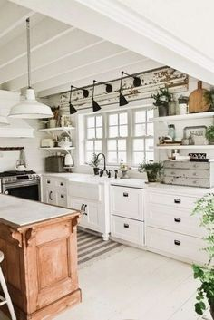 Home Decorating Style 2016 for Kitchen Decor themes Farmhouse Country Kitchen Decor themes Kitchen, you can see Kitchen Decor Themes Farmhouse Country Kitchen Decor Themes Kitchen and more pictures for Home Interior Designing 2016 10041 at Home Design. Country Chic Kitchen, Classic Kitchen, Farmhouse Kitchen Island, Modern Farmhouse Kitchens, Cool Kitchens, Rustic Farmhouse, Farmhouse Style, Small Kitchens, Kitchen Modern