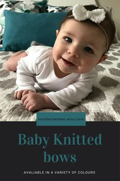 This white knitted baby bow makes the perfect accessory for your little one and is great for everyday wear or a special occasion! It also make a wonderful Christmas or baby shower gift! Diy Baby Gifts, Toddler Gifts, Baby Girl Gifts, Baby Shower Gifts, Baby Hats Knitting, Knitting For Kids, Knitted Baby, Baby Bows, Baby Headbands