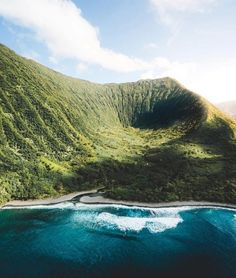 Wavy views from helicopter ride in Molokai. Drop an emoji if this travel activity is on your to-do list for your next getaway! Have A Great Vacation, Great Vacations, Big Island, Island Life, Good Morning Usa, Luxury Helicopter, Secret Photo, Le Shop, Destination Voyage