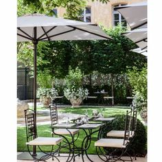 The perfect place for wonderful lunch and beautiful setting.  Spring beauty at Hotel de Caumont (18th century museum) in Aix en Provence. #fleaingfrance . . . #vintage #antique #spring #weekend #france #frenchvillage #decor #vintagedecor #gardensoftheworld #village #garden #alfresco #terrace #dining #provence