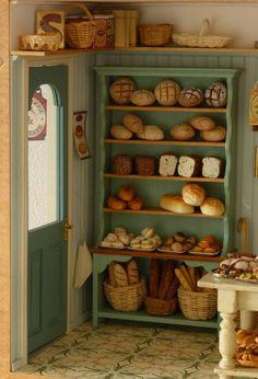 Vitrine Miniature, Miniature Rooms, Miniature Kitchen, Miniature Crafts, Miniature Houses, Miniature Furniture, Dollhouse Furniture, Diy Dollhouse, Dollhouse Miniatures