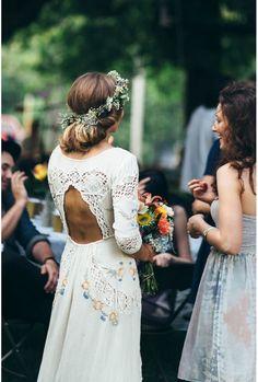 Une robe brodée