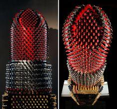 Patrocinada pela Avon, artista cria escultura feita de 5.000 batons para alertar o mundo contra o desperdício 2