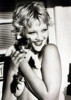 """Anny Duperey """"Quand je prends contre moi un chat que j'aime, c'est chaque fois une émotion neuve."""""""