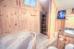 Talk about a comfortable yet luxurious bathroom. South Twin Cabin is definitely on the list when planning a visit to Crescent Lake Resort.