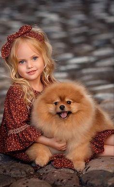 Young girl and Pomeranian 💕💕💕💕 Dogs And Kids, Animals For Kids, Baby Animals, Cute Animals, Cute Little Girls, Cute Kids, Cute Babies, Beautiful Children, Animals Beautiful