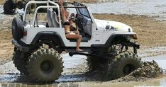 Nice Jeep, but what's with the tiny spare? Just looks stupid with a unusable… Cj Jeep, Jeep Cj7, Jeep Truck, 4x4 Trucks, Jeep Wranglers, Badass Jeep, Cool Jeeps, Suspension Design, Jeep Wrangler Unlimited