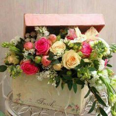 Love the spill over and the box idea for this floral arrangement. Arte Floral, Deco Floral, Floral Design, Beautiful Flower Arrangements, Floral Arrangements, Beautiful Flowers, Flower Boxes, Flower Decorations, Flower Designs