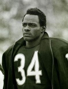 Gallery: 20 Iconic Photos of Walter Payton : Walter The best pics of Sweetness. Bears Football, Football Players, Nfl Bears, Football Memes, Football Cards, Chicago Bears, I Like To Dance, Walter Payton, Football Hall Of Fame