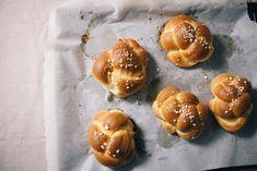 Steirisch, saftig, buttrig: Der perfekte Striezel - Mei liabste Speis Pretzel Bites, Doughnut, Garlic, Sweets, Bread, Vegetables, Cake, Desserts, Cooking