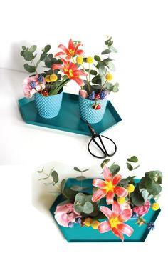floral table arrangement by pop-a-porter Table Arrangements, Floral Arrangements, Planter Pots, Bouquet, Pop, Desk Arrangements, Popular, Pop Music, Flower Arrangement