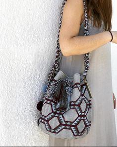 Tapestry Bag, Tapestry Crochet, Crochet Clutch Pattern, Mochila Crochet, Pottery Designs, Trendy Accessories, Knitted Bags, Crochet Flowers, Bucket Bag