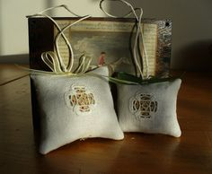 THE SEW THERAPY: PICCOLE COSE A PUNTO ANTICO Influenza, Needlework, Burlap, Therapy, Reusable Tote Bags, Sewing, Blog, Hardanger, Embroidery