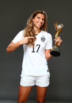 Tobin Heath, outtakes from Sports Illustrated commemorative World Cup covers. (Simon Bruty/Sports Illustrated)