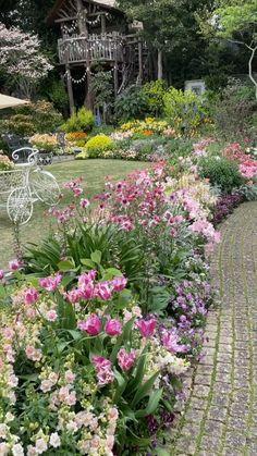 Garden Yard Ideas, Garden Projects, Garden Art, Beautiful Flowers Garden, Most Beautiful Gardens, Front Yard Landscaping, Landscaping Ideas, House Landscape, Plantar
