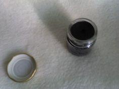 Αραπίνα, λάγνα ερωτιάρα.... Η Μαύρη αλοιφή, έχει θαυμάσιες αντισηπτικές, αντιφλεγμονώδεις και επουλωτικές ιδιότητες, καθώς και τη μοναδική ιδιότητα να απομακρύνει τα ξένα σώματα που έχουν εισέλθει στο δέρμα όπως σκλήθρες, κομματάκια από γυαλί κτλ. Ακόμα χρησιμοποιείται σε δερματικές παθήσεις όπως έκζεμα, ψωρίαση, ακμή, αλλά κ σε μυρμηγκιές, τριχοφυτία και σπίλους. Παρά το μαύρο χρώμα της δε λεκιάζει το δέρμα.