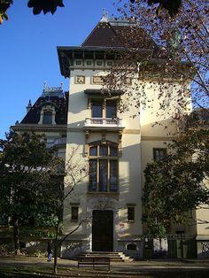 Château Lumière, Lyon 8. Musée du cinéma. C'est dans l'enceinte de ce musée que fut tourné le premier film cinématographique de l'histoire.