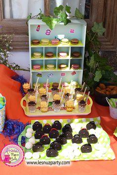 Macarons, shots y bolsos de galletas oreo Spa Party - Spa Party dessert table
