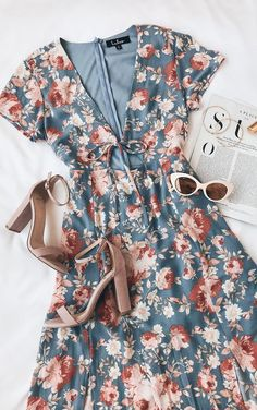 Most beautiful day of my life Light blue midi dress with floral print - summer fashion . - Most beautiful day of my life Light blue midi dress with flower print – summer fashion ideas - Mode Outfits, Dress Outfits, Fashion Outfits, Womens Fashion, Dress Fashion, Fashion 2018, Fashion Terms, Floral Fashion, Fashion Sale