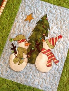 Quilting : Snow Much Decorating Snowman Mini Quilt Christmas Sewing, Christmas Projects, Christmas Diy, Christmas Decorations, Xmas, Christmas Mug Rugs, Christmas Quilt Patterns, Christmas Applique, Christmas Tables