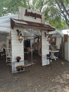 outdoor craft show booths Small Businesses Vintage Booth Display, Antique Booth Displays, Antique Booth Ideas, Vendor Displays, Craft Booth Displays, Display Ideas, Vendor Booth, Jewelry Displays, Retail Displays