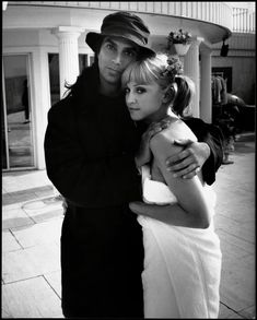 Steven Meisel and Madonna, on set for Vanity Fair photoshoot, October 1992 Steven Meisel, Michigan, Vanity Fair, Madonna Pictures, Madonna 80s, Lady Madonna, La Madone, Idole, Music Icon