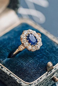18 Best Vintage Engagement Rings For Romantic Look ❤ Best vintage engagement rings floral halo oval cut sapphire ❤ More on the blog: https://ohsoperfectproposal.com/best-vintage-engagement-rings/