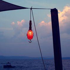 ultimi fuochi  #darsenalive #darsena  #castiglionedellago #instaitalia #umbria #umbriagram #music #italia #italy #luci #ita_details #nuvole #n2l #umbrians #trasimenolake #trasimeno #lagotrasimeno #vivoumbria #igersumbria by ernestoefranco