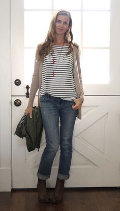 what i wore at the pleated poppy - neutrals: b&w striped top, tan sweater, boyfriend jeans, wedge booties.