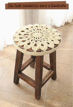 Striken Ideas: Crocheted doily stool cover is quick and easy! Striken Ideas: Crocheted doily stool cover is quick and easy! Inspiration in search of pat … Love Crochet, Crochet Gifts, Crochet Motif, Diy Crochet, Crochet Doilies, Crochet Ideas, Stool Covers, Crochet Home Decor, Wooden Stools